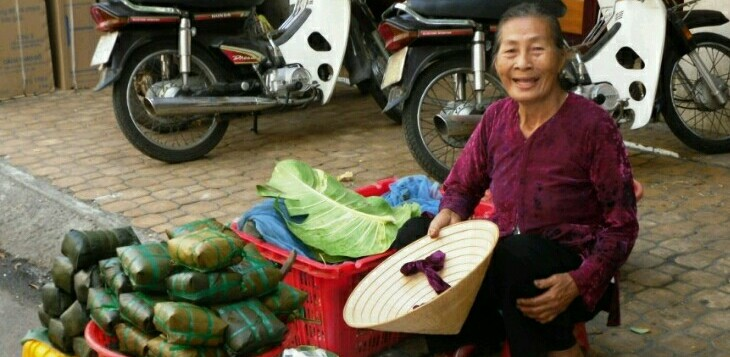 Vn old lady with non